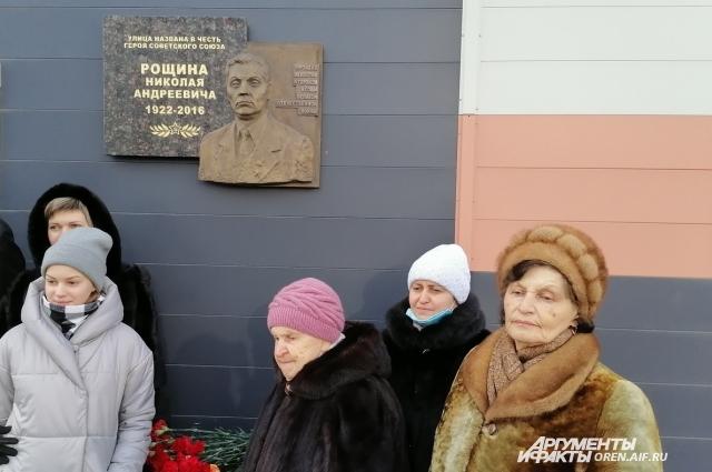 На открытии мемориальной доски в честь Героя Советского Союза Н.А. Рощина.