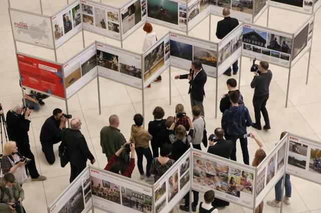 Вечером 26 мая в Петербурге прошло открытие федеральной фотовыставки «Один день из жизни России».