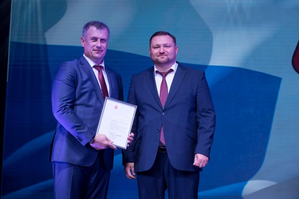 Александр Борисов вручил благодарственные письма.