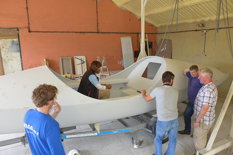 Конюхов всегда лично контролирует процесс изготовления плавсредств. И в этот раз путешественник встретит свою лодку на таможне