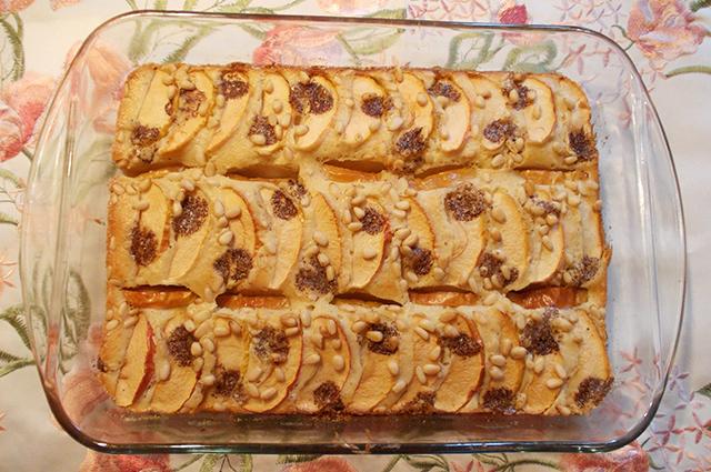 Яблочная коврижка с кедровыми орехами