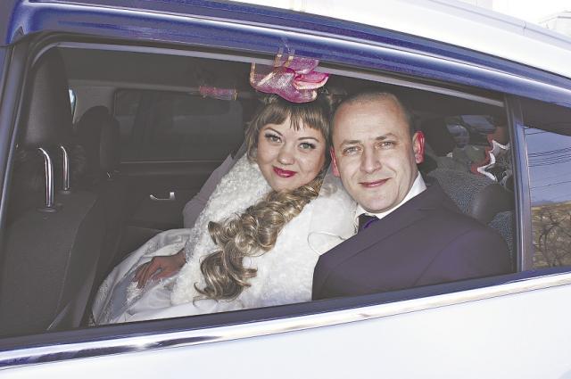 Год назад Игорь женился.