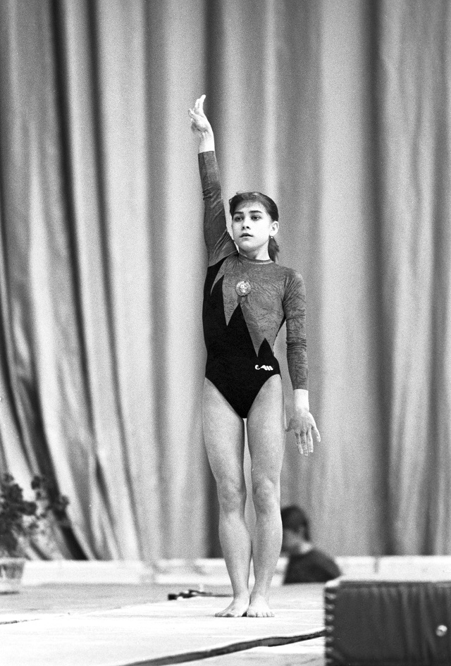 Кандидат в олимпийскую сборную СНГ по спортивной гимнастике Оксана Чусовитина из Ташкента.