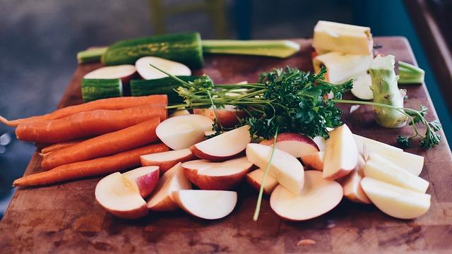 Заготавливать на зиму можно не только овощи, но и зелень.