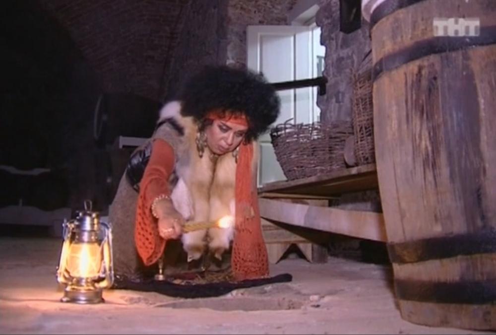 Алёна Орлова проводит ритуал в подземелье Сарепты.