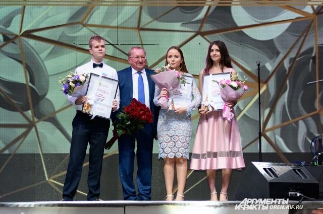Доброго пути пожелал выпускникам В.А.Лабузов, министр образования Оренбургской области.