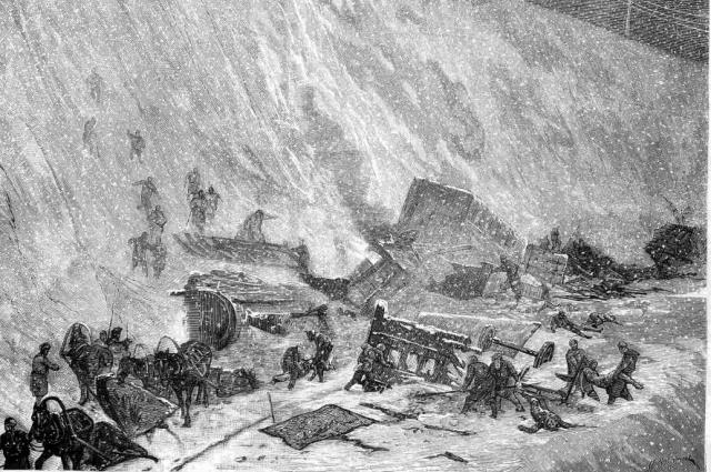 В результате крушения и возникшего пожара погибло около 140 новобранцев.