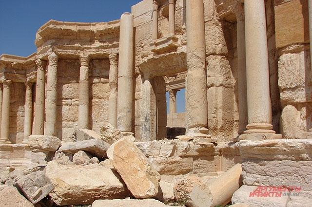 Пальмира. Опять взорвали римский амфитеатр.