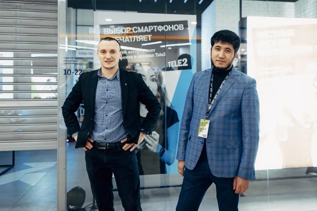Александр Кудаев, директор оренбургского филиала Tele2 и Шавкат Ташходжаев, коммерческий директор Tele2 в Оренбурге.
