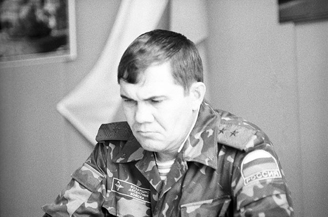 Командующий 14-й гвардейской общевойсковой российской армией генерал-лейтенант Александр Лебедь, 1993 г.