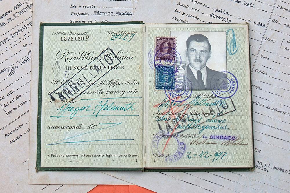 Фальшивый аргентинский паспорт доктора Йозефа Менгеле, известного под псевдонимом  «Ангел Смерти из Освенцима».
