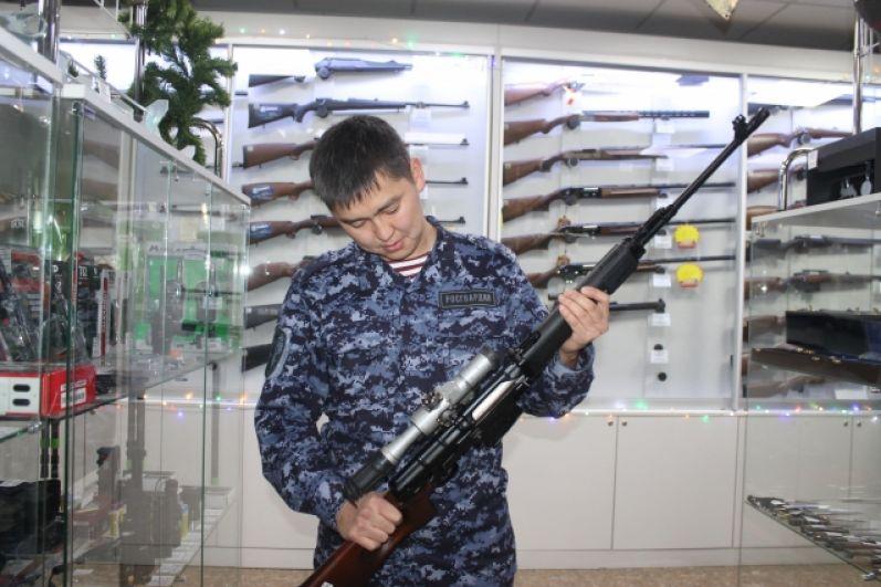 Инспектор отдела лицензионно-разрешительной работы Управления Росгвардии по Республике Бурятия, старший лейтенант полиции Батор Нимаев из Улан-Удэ набрал 11% (7 665) голосов.