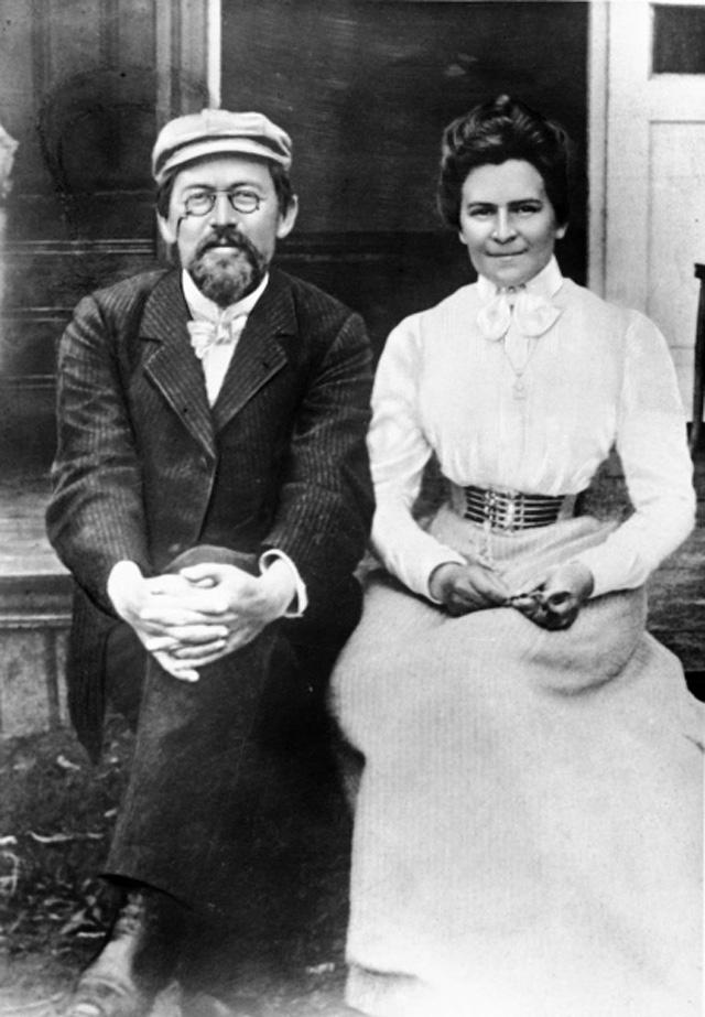 Репродукция фотографии писателя А. П. Чехова и его жены, актрисы О. Л. Книппер-Чеховой