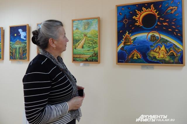 Картины Любови Талимоновой, яркие, насыщенные, не всегда понятные, отражают мир, в котором жила художница