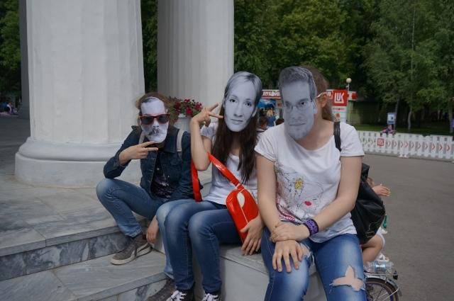 На «Литературном параде» можно было увидеть целую плеяду известных писателей и поэтов.