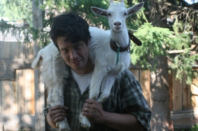 С 2009 года в Богучанском районе Джастас занимался разведением коз и производством сыров.