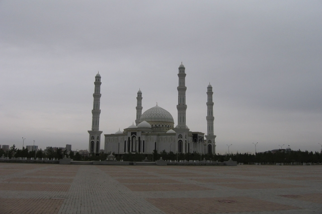 Главная мечеть Казахстана - «Хазрет Султан».