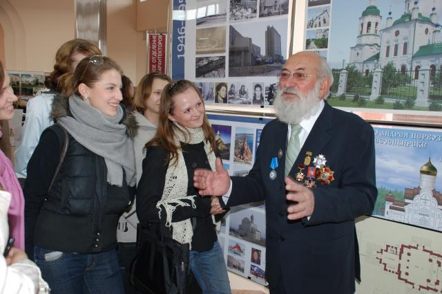 Арэг Демирханов на встрече с молодежью.