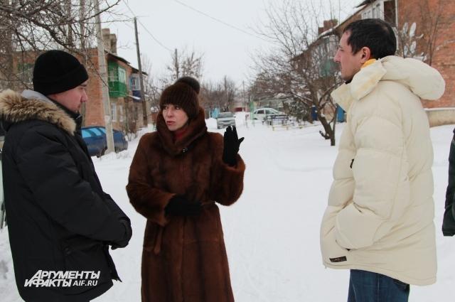 Роман Свердлов (слева) и Александр Ковалёв пообещали жителям Розет исправить ситуацию.