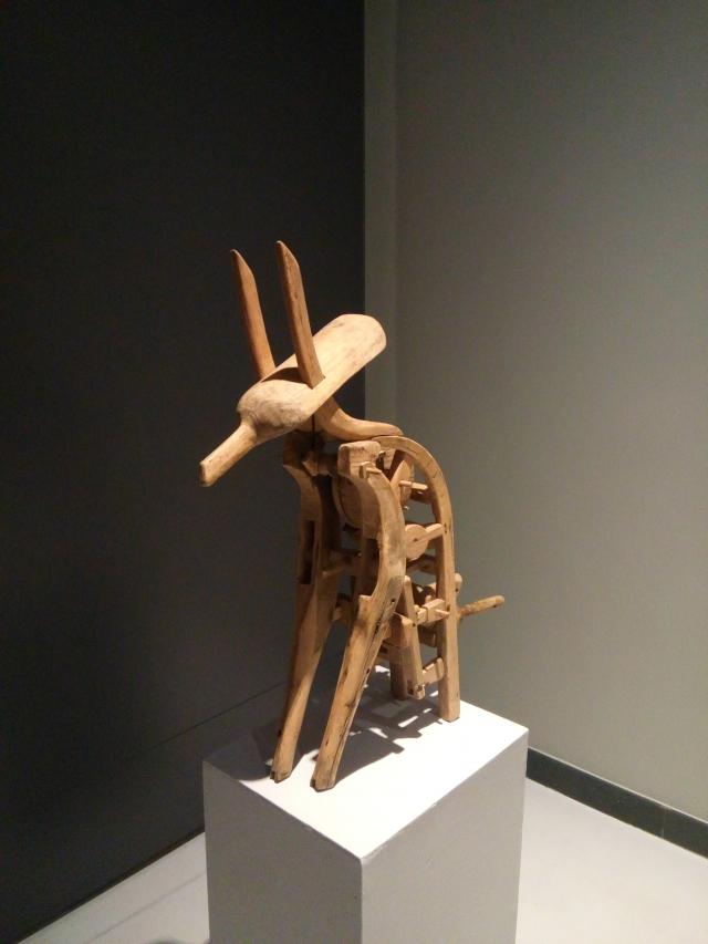На выставках представлено множество интересных экспонатов.
