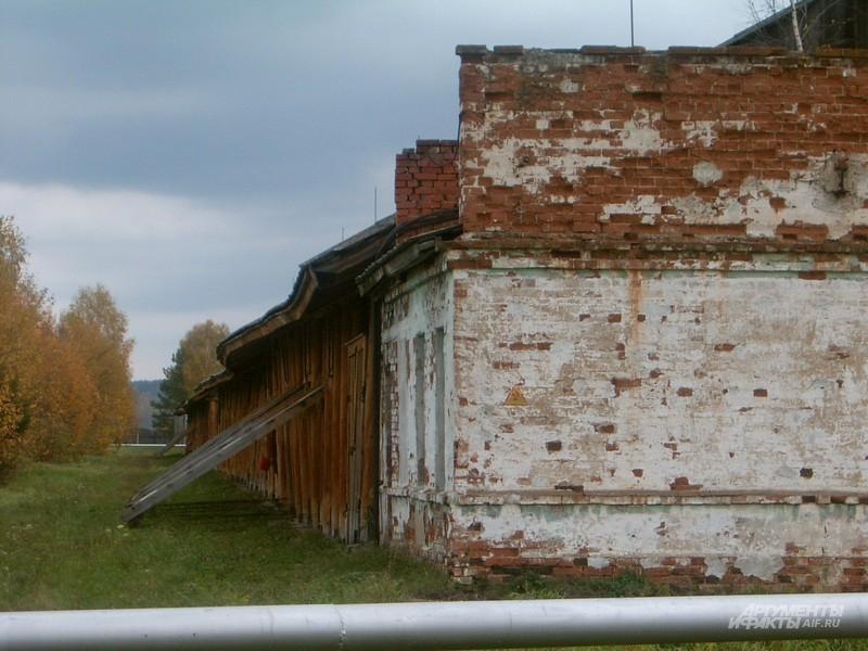 Примерно так выглядели склады во времена СССР