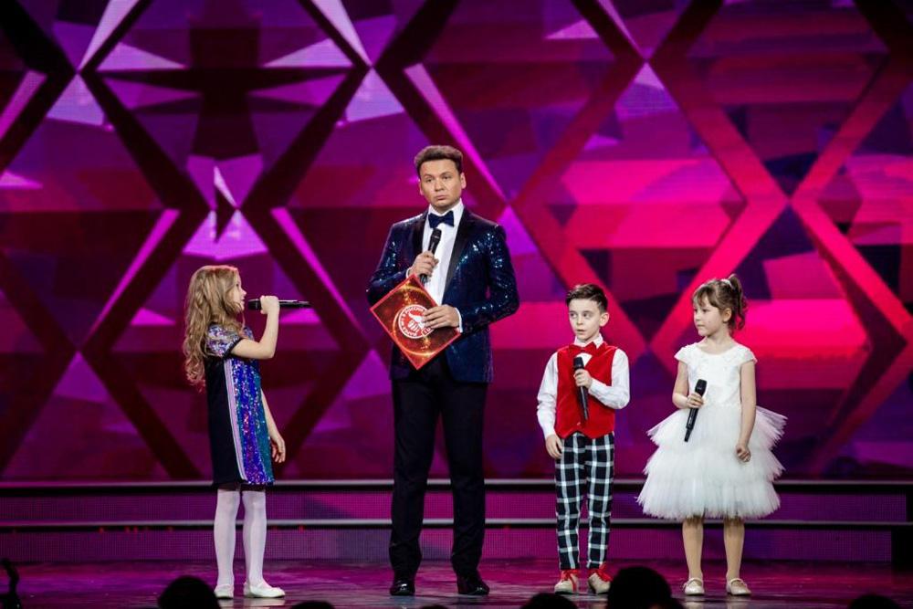 Александр Олешко ведущий церемонии, соведущие - детский театр «Домисолька».