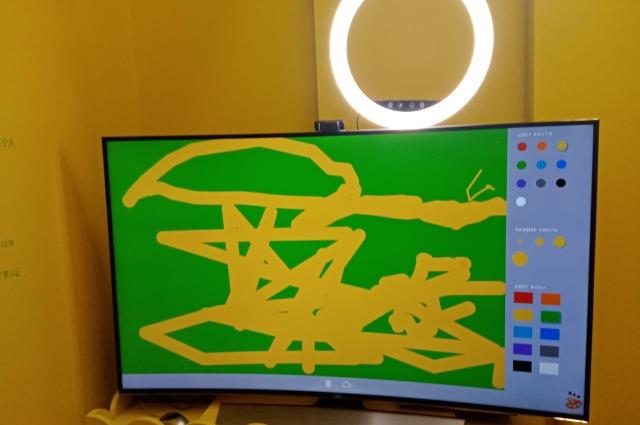 Датчик улавливает движения и отображает рисунок.