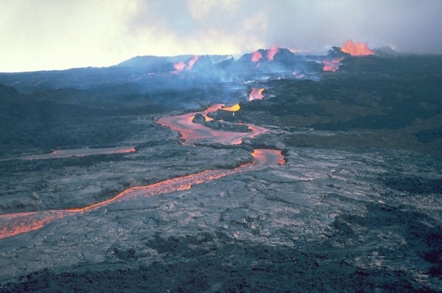 Извержение Мауна-Лоа 1984 года.
