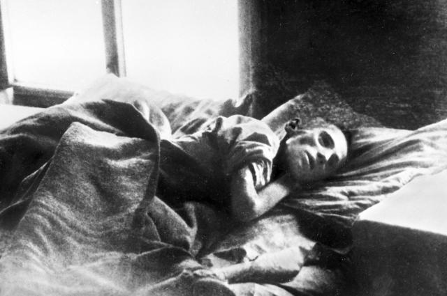 Человек, спасенный от голодной смерти. Поволжье, 1921 год.