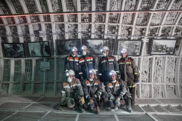 Первые посетители выставки горняки шахты Ерунаковская VIII.