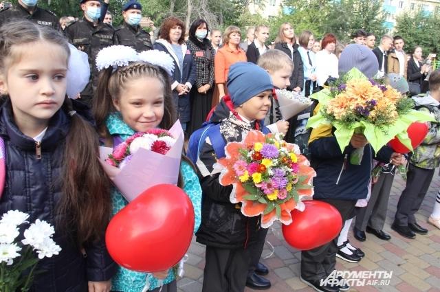 В этом году за парты в омских школах сели 134 тысячи учеников, в том числе 15 тысяч первоклассников.