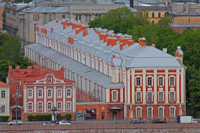 Первые годы жизни Блока прошли во флигеле при СПбГУ.