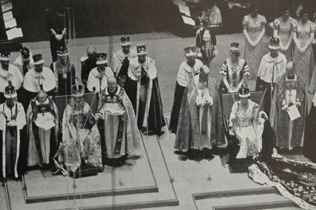 Королева Елизавета и король Георг VI сразу же после коронации королевы. 1937 год
