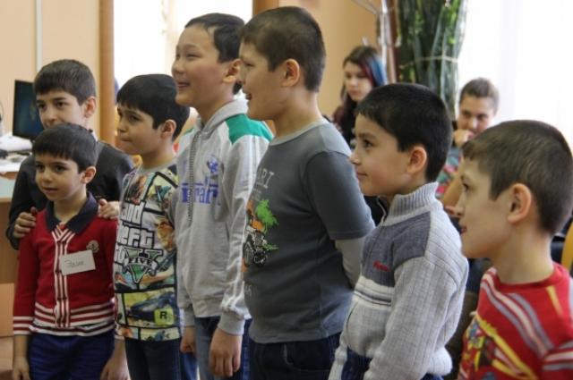 Через 1-2 года дети начинают говорить на русском