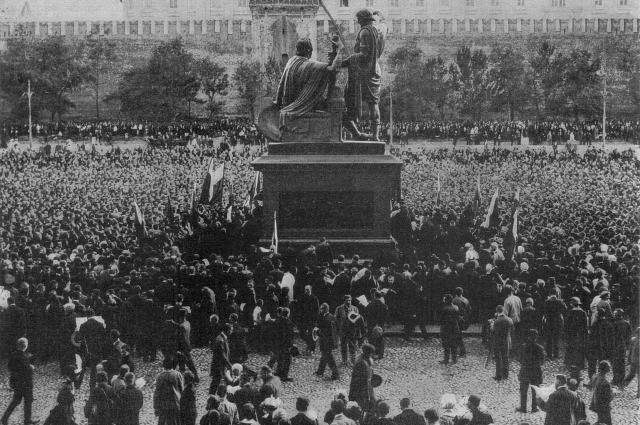 Изначально памятник был расположен в центре Красной площади