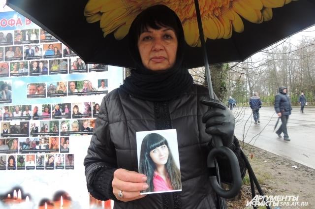 Нонна Прудникова пришла почтить память дочери своей близкой подруги. Виктории было 25 лет.