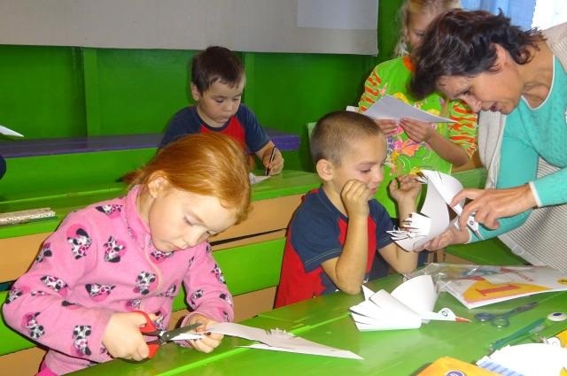 В Минобразе считают, что уменьшение числа учеников - повод отказаться от обучения старшеклассников.