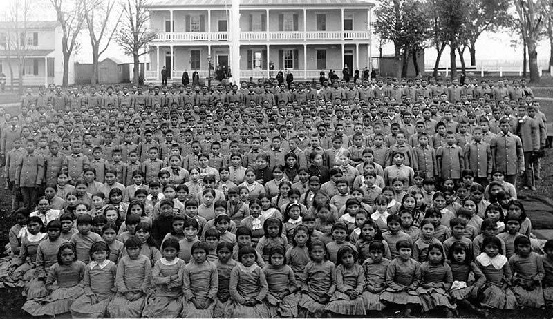 Ученики в Индейской школе Карлайла, Пенсильвания (c. 1900).
