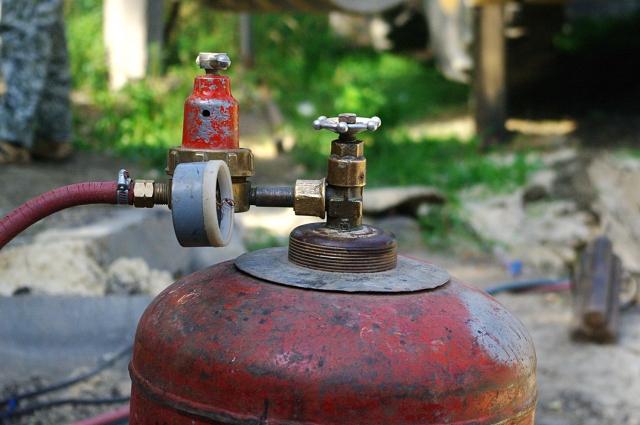 В многоэтажках к плитам нельзя подключать газовые баллоны.
