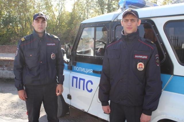 Сержант Иван Бессонов и младший сержант Денис Старовойтов