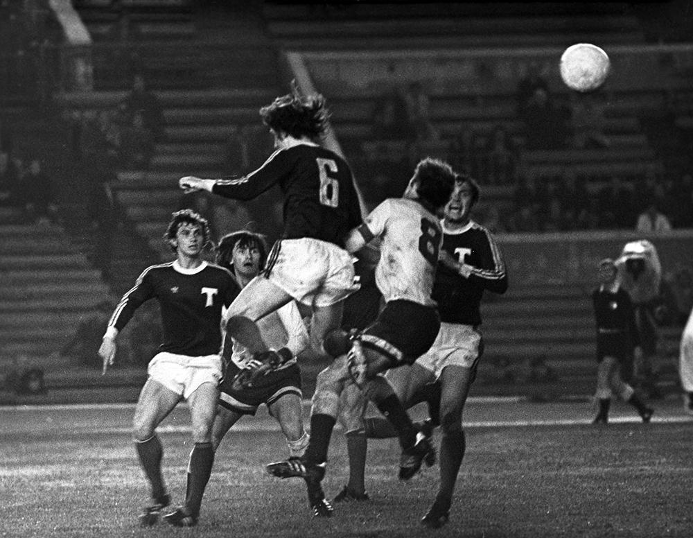 Чемпионат СССР пофутболу, ноябрь 1976 г. «Динамо» (Москва) и«Торпедо» (Москва).