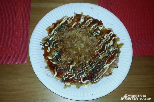 Окономияки представляют собой японские оладьи.