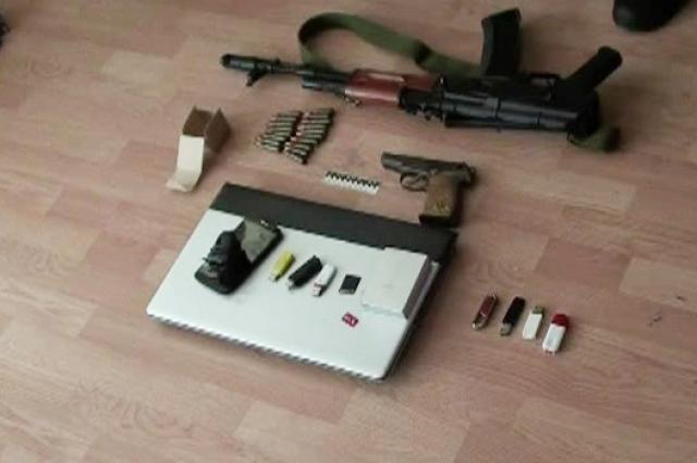 При обыске были найдены оружие и боеприпасы