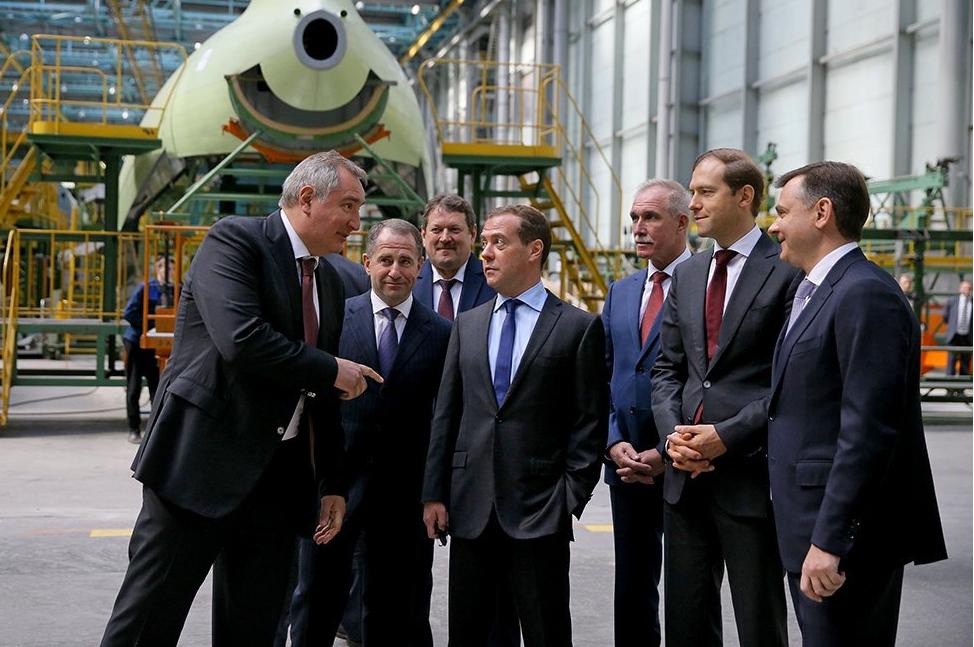 Члены правительства подзадержались, но попав на производство - преисполнились гордости за возрождающийся авиапром.
