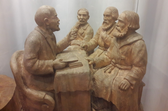 «Ходоки у Ленина», П. Терентьев, 1938 г. Дерево. Из фондов музея им. М. Врубеля.