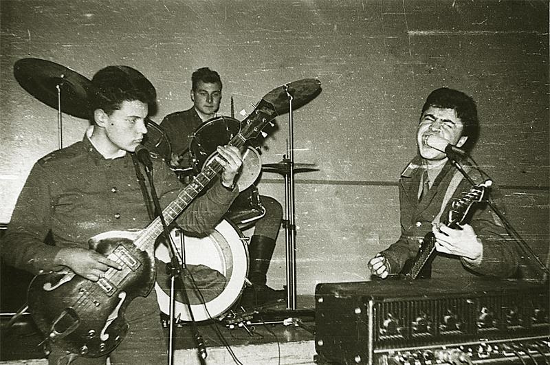 Сосо увлекался музыкой с детства и даже в армии не прекращал петь
