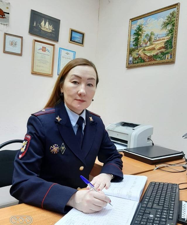 Вероника с детства мечтала надеть форму полицейского.