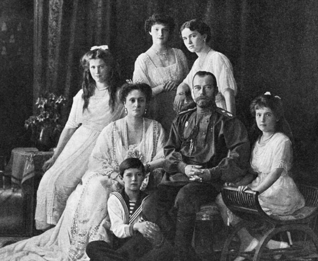 Российский император Николай II, императрица Александра Фёдоровна, великие княжны Ольга, Татьяна, Мария, Анастасия, цесаревич Алексей. 1914