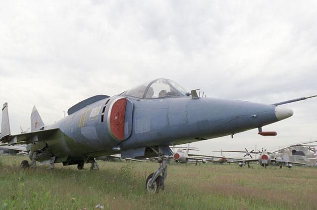 Як-38.