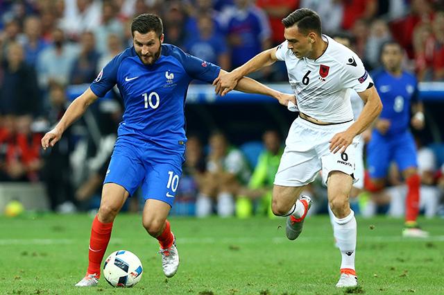 Игровой момент матча сборных Франции и Албании.